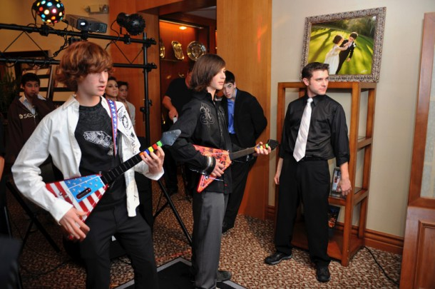 Virtual Games get Everyone in a Fun Mood at Los Angeles Bar Mitzvah and Bat Mitzvah events.